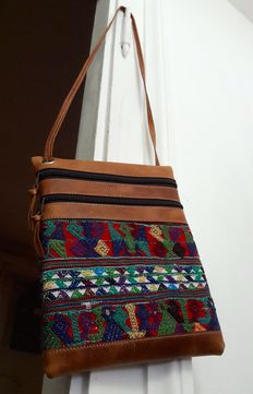 Cuero y Colores – High-end product from Guatemala – Shoulder bag