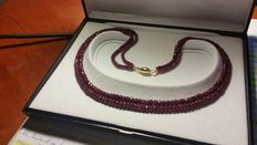 Necklace – double strand of red garnet – 18 kt gold