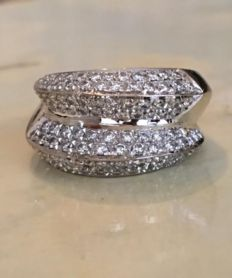 18 kt white gold, convex ring with paved with diamonds, approx. 1.50 ct, Wesselton/VS.