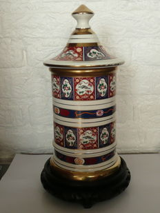 Beautiful urn by R. Capodimonte Keramos with oriental patterns, 2nd half of the 20th century.