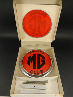 Vintage Chrome Car Badge MG Owners Club Complete with fixing bars and Original Box