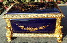 French Sèvres music box, of gilt bronze and royal blue porcelain - second half of the 20th century