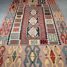 Very special Sarkoy Kilim - 175 x 112 - super look - with certificate