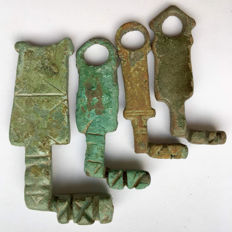 Lot of 4 Ancient Roman Bronze Keys - 50 mm / 60  mm (4)