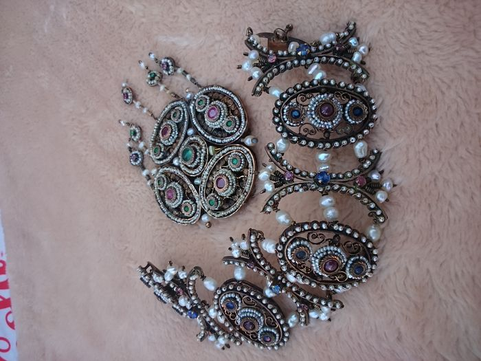 BRACELET / BROOCH PARURE, from the Master Gerardo Sacco.