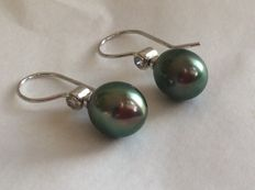 White gold earrings with diamonds and grey South Sea pearls 11 x 12.5 mm