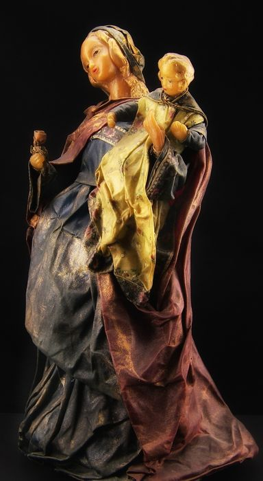 Antique polychrome was sculpture of a Madonna with Child, Southern Italy, datable between the 17th and 18th century