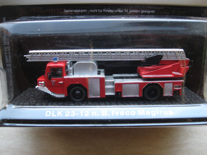 De Agostini - Scale 1/72 - Lot with 28 models: 24 x fire engines various and 4 Tractors