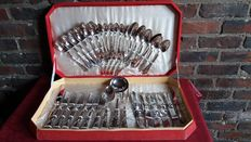 Cutlery case from France for 12 people - 51 silver pieces 800/1000