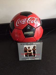 Unique Coca-Cola radio & cd player, still in good working condition + the original cd of the Coca-Cola Light commercial: Whatta man by Salt 'n Pepa