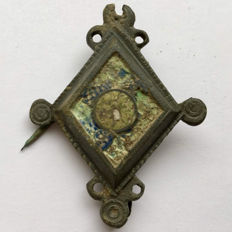 Ancient Roman bronze plate brooch/ fibula with glass paste ornament - 45 mm