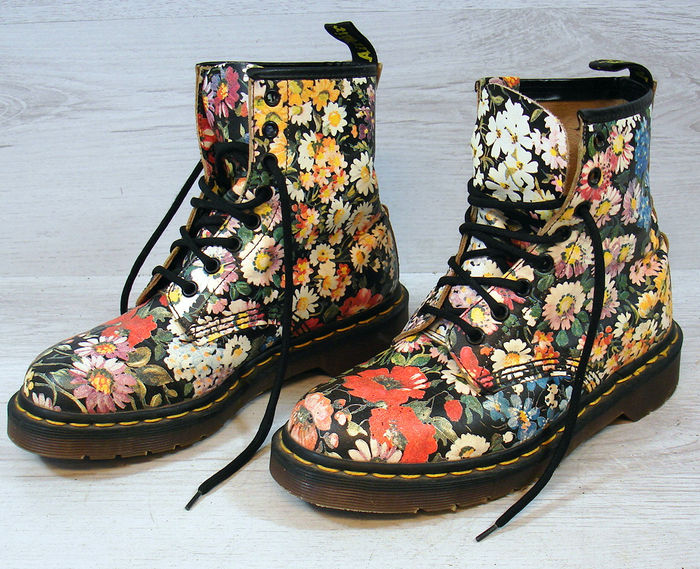 Dr. Martens - 90 s Floral Flower Sienna Miller Leather Boots - Catawiki a28bf44efe8a