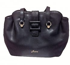 Guess - Handbag - Model is Isabeau
