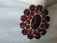 14 kt yellow gold ring set with garnet 'WITHOUT RESERVE PRICE'