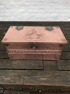 Beautifully ornamented RED COPPER polishing - peat box.