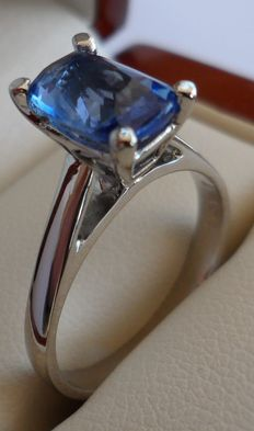 2.10 carat Natural Intense Blue Sapphire in almost new ring of 14K solid white gold