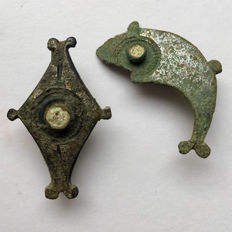 Pair of excellent Ancient Roman Silvered Plate Brooches - 30 / 30 mm (2)