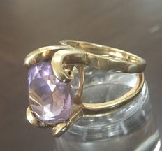 Maroeska Metz - Cocktail ring with large amethyst in a curled setting.