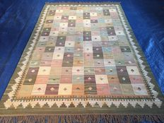 Kelim carpet - Oriental carpet - 100 % hand-knotted - in perfect condition