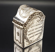 Silver scent box in the shape of a cabinet with text, Hendrik Willem van Giffen, Groningen, 1834