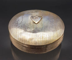 Silver pill box with ribbed pattern, Netherlands, 1842