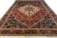 High quality Persian carpet Bakhtiari 300 x 210cm. Middle of the 20th century