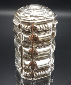 Silver loderein box with gravé, Jan van der Meulen, Joure, 1974