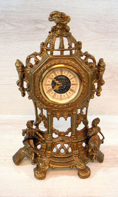 Mercedes Baroque style table clock in brass and copper – Mercedes West Germany – circa first half 20th  centry