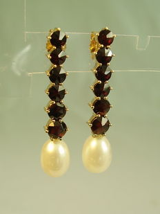 Large earrings with garnet and real pearls