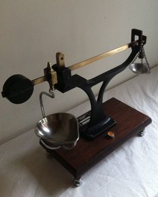 Avery Birmingham Pharmacists scale - Calibrated - 20th century