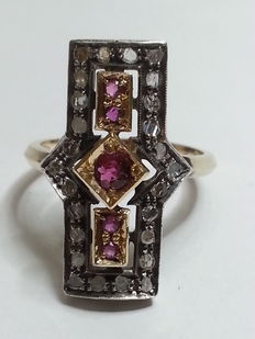 Antique ring – Rose cut diamonds, colour H, clarity VS1, 0.52 ct – Round cut rubies, light-red colour, clarity VVS2, 0.30 ct.