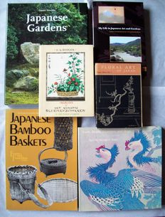 Lot with 6 books about Japanese gardens and flower arrangements