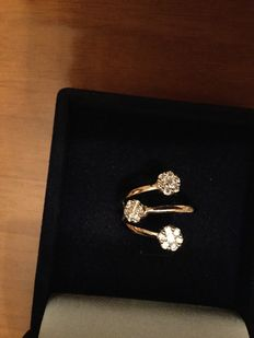 18 kt white gold ring, with 0.54 ct diamonds. G/H VS1
