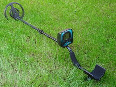 Metal detector Smarthunter digital, with an open waterproof search coil