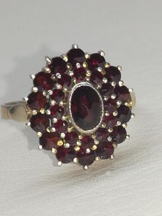 Gold plated women's ring Bohemian garnet set in thomback