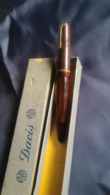 Red bakelite and Parker fountain pen Dacis stylus with gold nib and Cap gold laminate.
