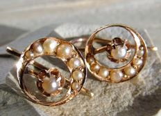 14 kt Rose gold earrings with seed pearls Approx. 1880