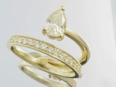 Yellow gold ring of 0.78 ct in total set with pear cut diamond