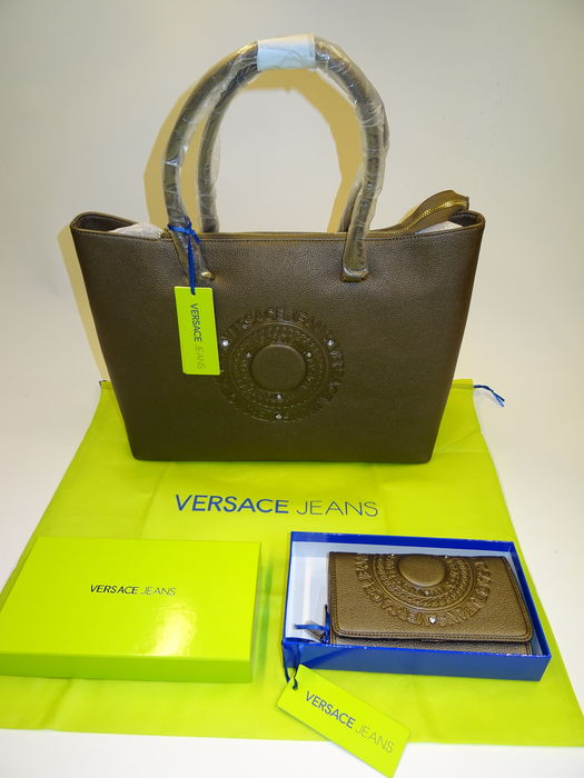 00d81285ca7 Lot of 2 – Versace Jeans – Handbag + wallet - Catawiki