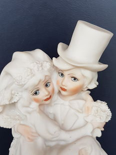 "1986 - Capodimonte Italian porcelain - ""Wedding couple"" - very detailed. Magic memories."