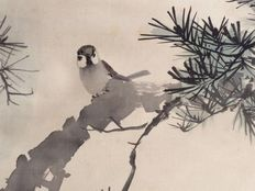 Beautiful scroll painting on cloth of a tree sparrow in natural habitat, signed and sealed - Japan - ca. 1900