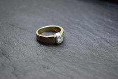 Beautiful engagement ring made of 14 kt white gold with 0.50 ct brilliant. Colour G and flawless clarity