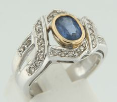 Bicolour,18 kt gold ring with a central, oval cut sapphire and 18 brilliant cut diamonds