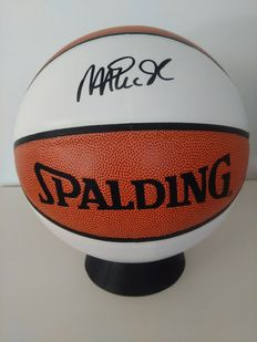 Original Spalding Basketball full size signed by Magic Johnson - NBA player + Certificate of Authenticity of PSA/DNA