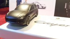Porsche Cayenne Turbo - Solid aluminium paperweight, in original box - Scale 1/43