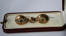 Old 1840 14Kt Yellow Gold Biedermeier brooch. Low reserve price.