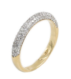 Ring in 18 kt gold with diamonds.