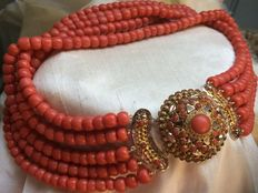 Antique, ca. 1880. A special, large and thick precious coral necklace. 100% real precious coral, cool original item of jewellery. Very big: 7 cm.