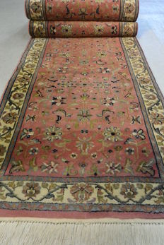 A beautiful Oriental carpet, Indo Sarough, 343 x 80cm. End of the 20th century