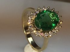 New yellow gold entourage ring with emerald and diamonds, no reserve!